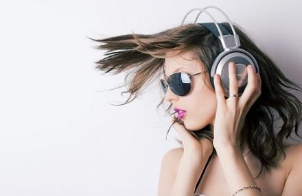 Trào lưu nhạc Lo-Fi là gì ? Chọn tai nghe để nghe nhạc Lo-Fi như thế nào ?